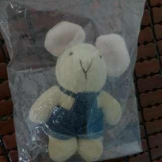 穿牛仔褲的兔子?老鼠!玩偶娃娃