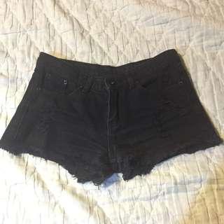 黑牛仔破壞短褲(S)