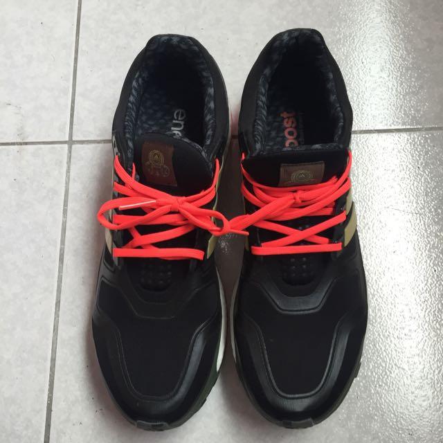 adidas男生羊年款鞋