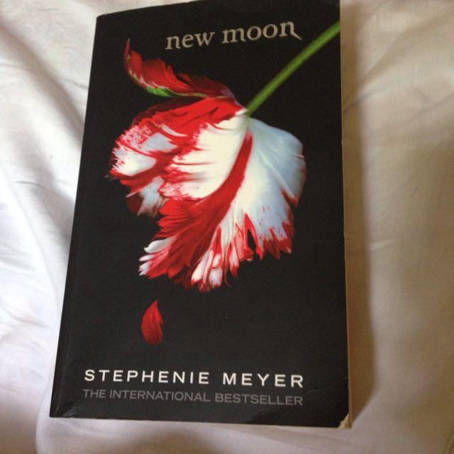 [FREE SHIPPING] New Moon (The Twilight Saga, Book 2) By Stephenie Meyer