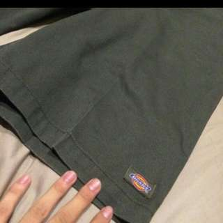 Dickies 😊 軍綠色短褲9.5成新(便宜出售)😊
