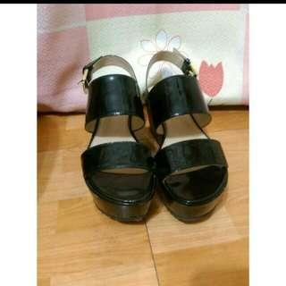 達芙妮-黑色厚底涼鞋