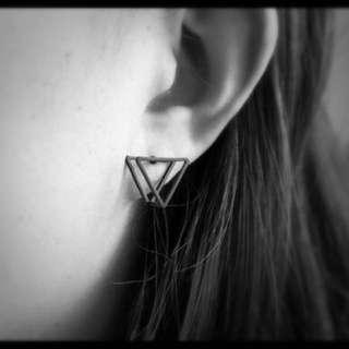 預購款⚓️推薦小文青極簡設計三角形體立體鏤空耳針耳環 共三款