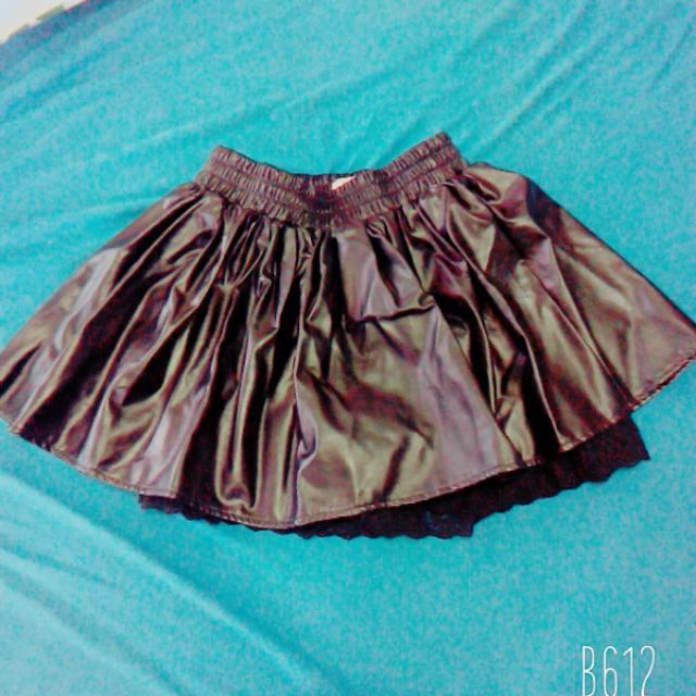 黑色皮褲裙