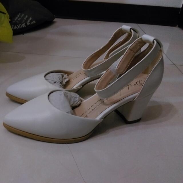 白色氣質高跟鞋