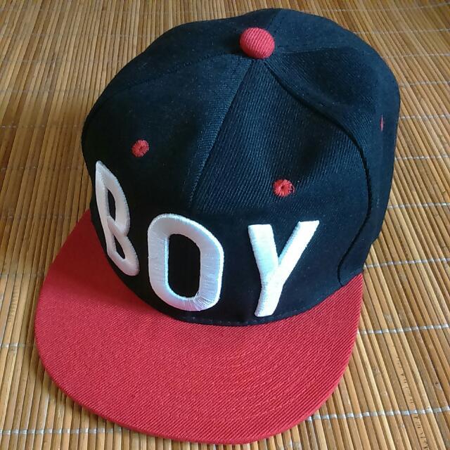 全新 電繡質感BOY文字板帽