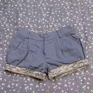 蕾絲下襬西裝短褲