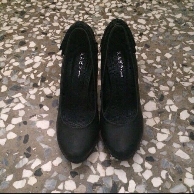蝴蝶結黑色高跟鞋