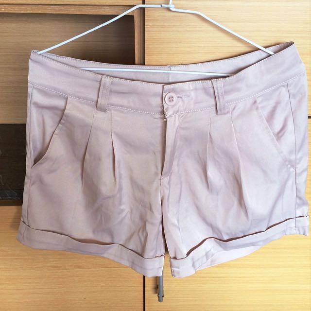 氣質米白緞面短褲