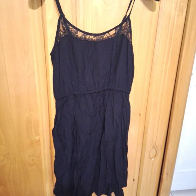 胸前蕾絲洋裝