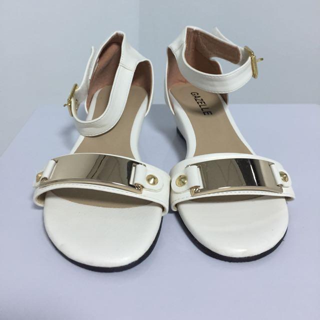 全新 低跟涼鞋 35號 白色