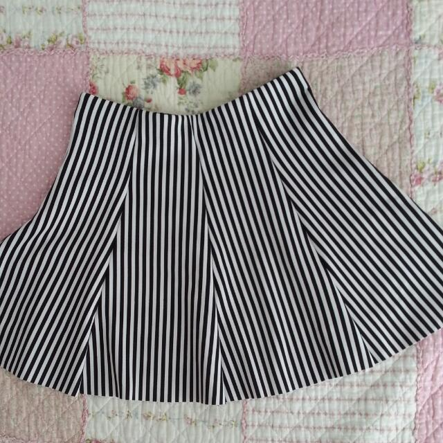 (New) Black And White Stripes Skirt