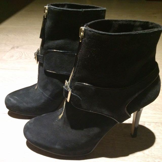 (聖誕大降價)NINE WEST 黑色麂皮金鏈三穿踝靴-8號(38/39)