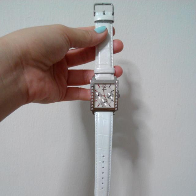 [RESERVED] Used GUESS Diamond White Watch