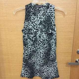 @清媽媽的衣櫃-灰色豹紋長版無袖襯衫式上衣