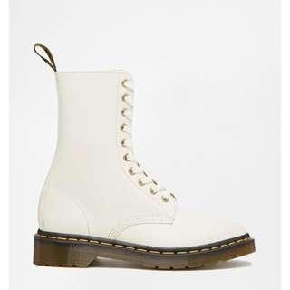 【九成新】純白十孔馬丁鞋