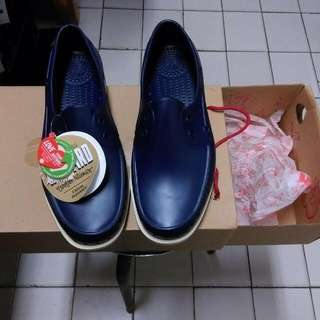 NATIVE。洞洞鞋。全新。
