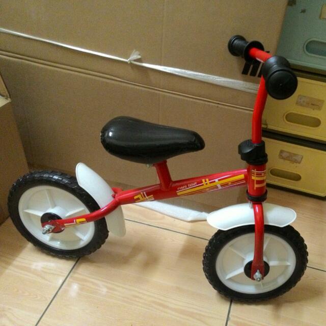 (保留中)兒童滑步車