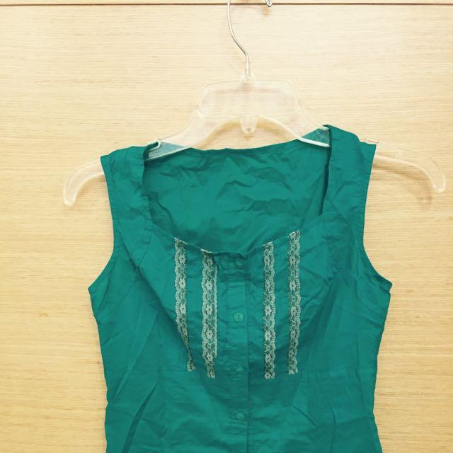 @清媽媽的衣櫃-綠色露鎖骨襯衫背心