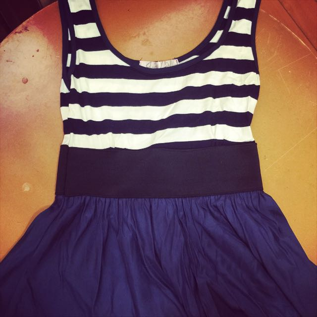 海軍風及膝連身裙