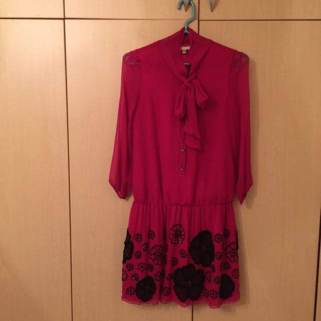 蔡佳瑾玫瑰紅蠶絲洋裝