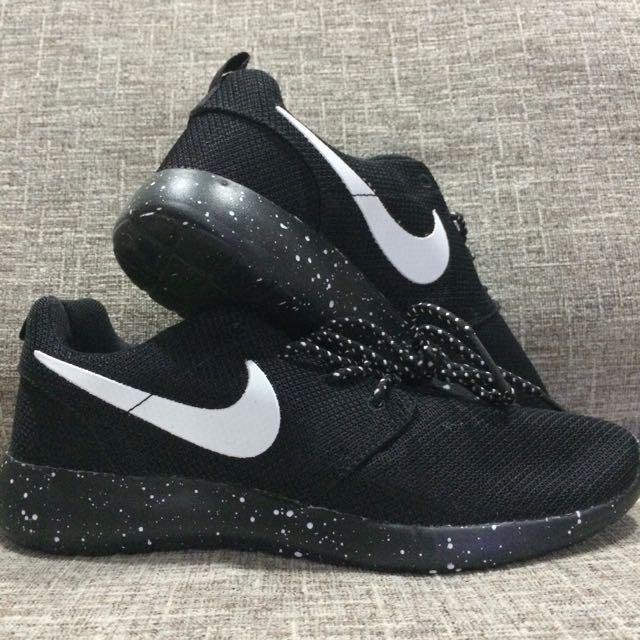 a8de4dc1a24b BN Nike Roshe Run Galaxy