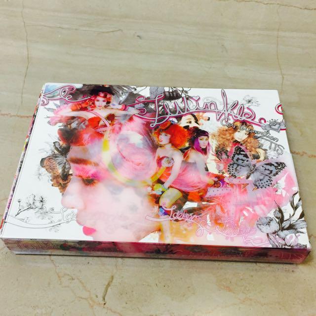 迷你專輯「TWINKLE」(台壓版) 內含小卡