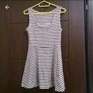 百搭休閒_酒紅配白條紋洋裝(轉賣)