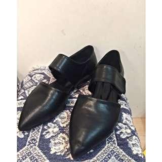 【黑色尖頭平底鞋 size 38/24】