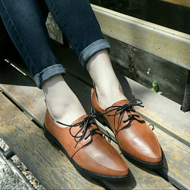 英倫風復古學院尖頭牛津鞋-棕色