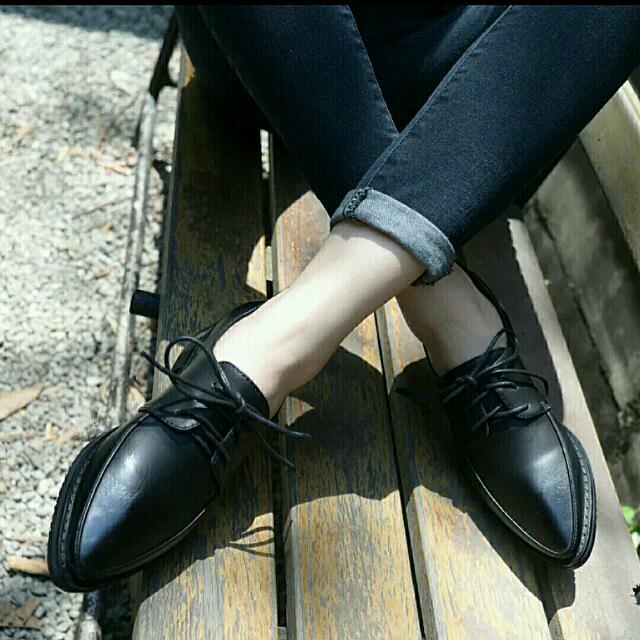 英倫風復古學院尖頭牛津鞋-黑