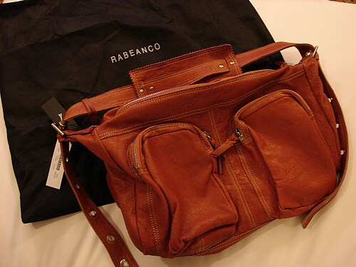 Rabeanco小羊皮雙口袋斜背包-桃紅色(9.5成新)