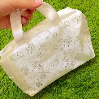 ❗️便宜賣❗️防水 白色 小拿包