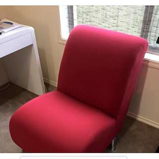 Red Contemporary Style Chair with silver chrome legs. Looks brand new. Very Comfy chair