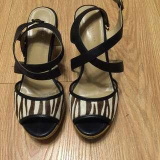 達芙妮 楔形涼鞋。高跟涼鞋。23.5號。