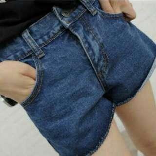 捲邊牛仔短褲