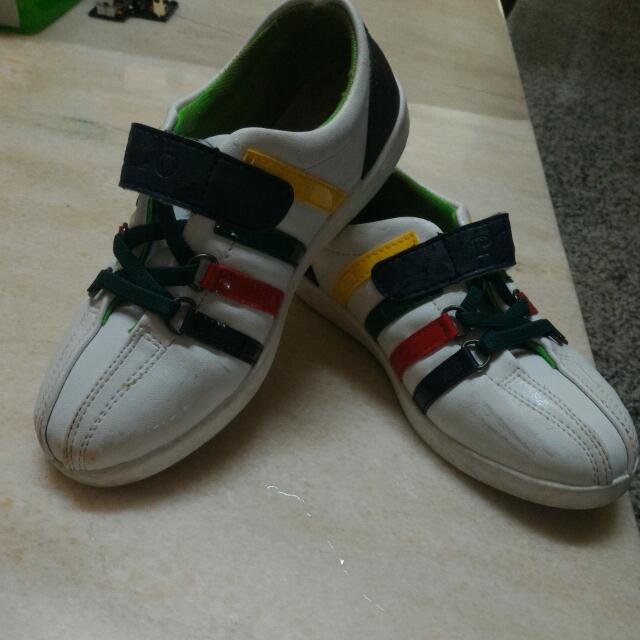 白色皮布鞋