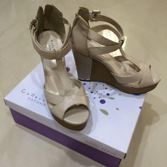 達芙妮 米色楔型高跟鞋 37/23.5號 含運