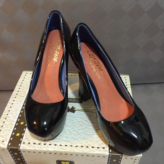 過年清倉Kazana黑色亮皮粗跟高跟鞋