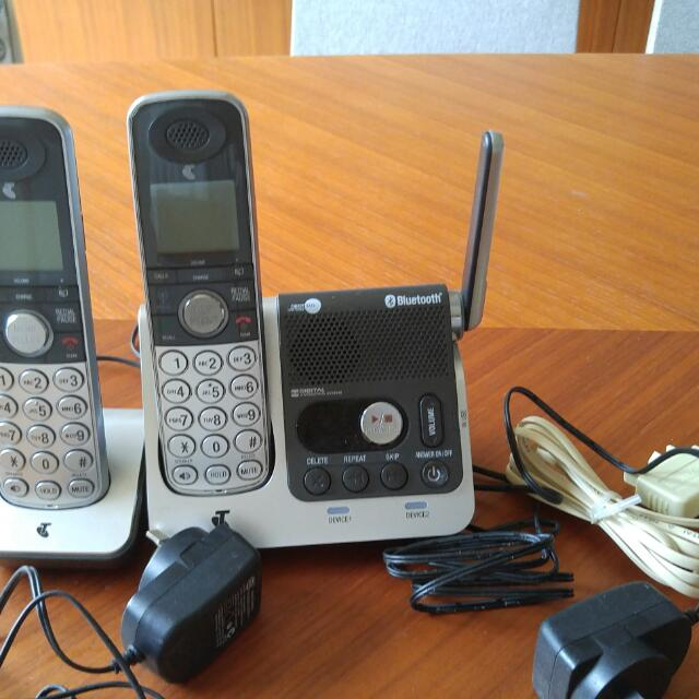 Telstra 360 Cordless Phone With Bluetooth and 2 Handsets