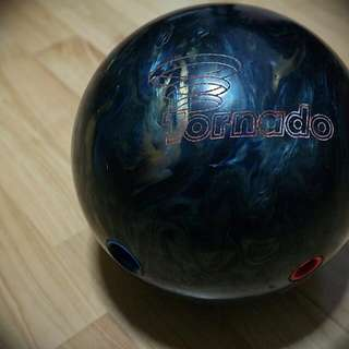 Ebonite - Tornado Bowling Ball + Wrist Guard