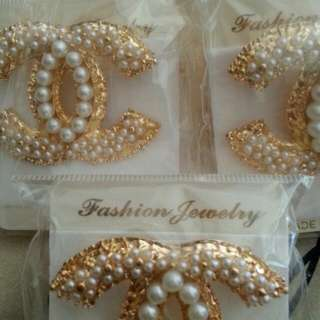 CC Pearly Fashion Brooches.
