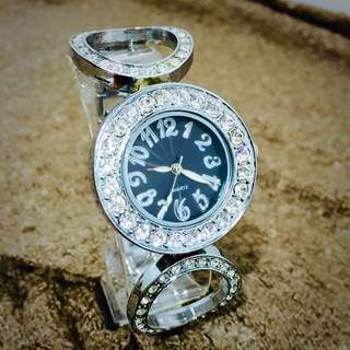 時尚白搭鑽錶~全新品