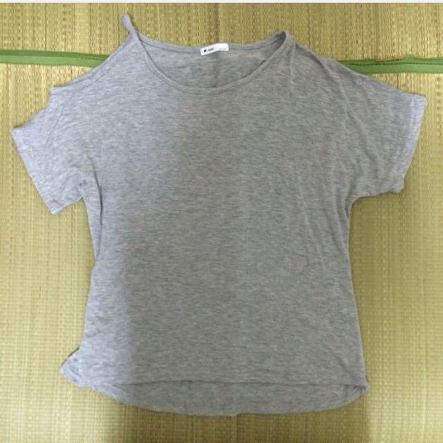 (全新)灰色單肩洞削肩舒適上衣
