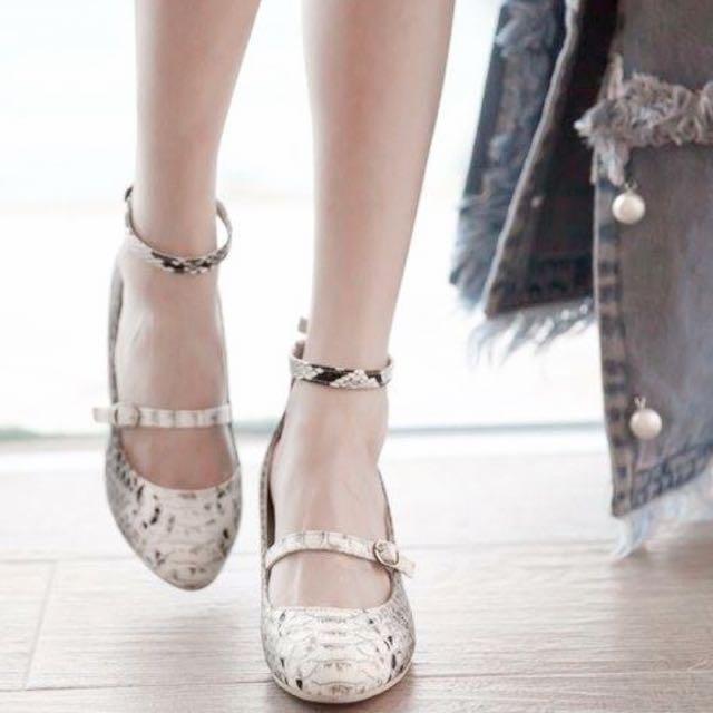 繫踝木紋中跟瑪莉珍鞋_蛇紋