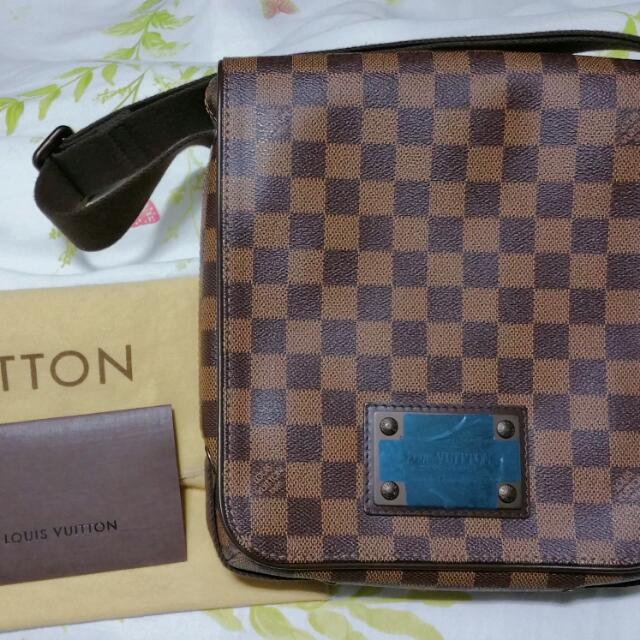 59e0fdcd147e Authentic Louis Vuitton Brooklyn PM Damier N51210 Crossbody Sling ...
