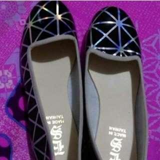 黑底雷射銀色線條平底娃娃鞋 (25碼)