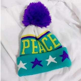 藍綠紫 針織毛帽 圓領大毛球英文字母毛線帽