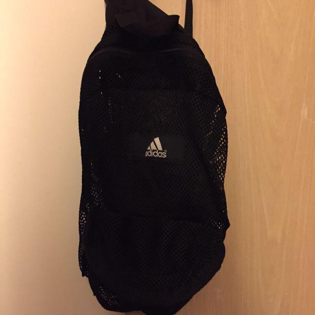 Adidas背包隨意賣$350