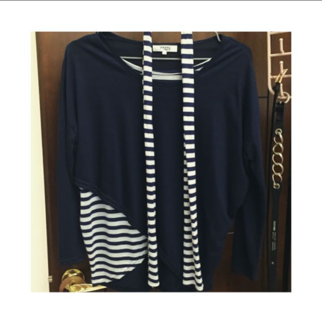 Navy Blue and White Stripes Light sleeve shirt & Scarf (海军蓝色和白色条纹轻袖上衣和围巾)